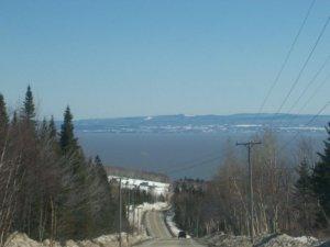 La descente vers Petite-Rivière-Saint-François durant l'hiver