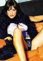 Anne Marie Losique en position sexy