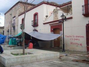 Oaxaca : des professeurs en grève dorment dans le zocalo