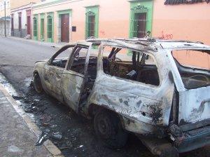 Notre voiture incendiée à Oaxaca par des coktails molotovs