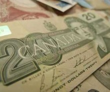Le dollar canadien fracasse des records de 30 ans