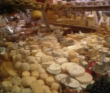 Jean Charest est une menace pour l'industrie du fromage