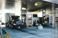 Fermetures et réductions des services de postes frontaliers au Québec