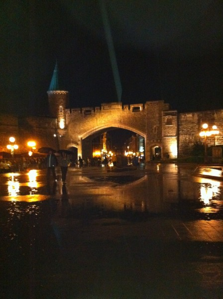 Place d'Youville le soir de la St-Jean-Baptiste, 23 juin 2011