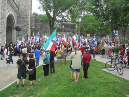 Manifestation antimonarchiste à Québec