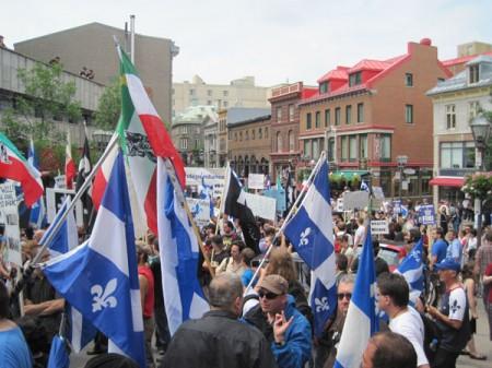 Manifestation antimonarchiste dans le Vieux-Québec