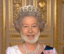 """Reine dans le passeport: il urine dessus et """"flush"""" son passeport"""
