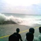 Le tsunami du 26 décembre 2004 arrivant à Malé, la capitale des Maldives