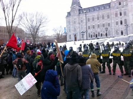 L'anti-émeute devant le parlement