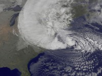 Sandy: l'ouragan Sandy, désormais cyclone post-tropical, continue de semer la terreur