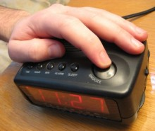 Appuyez-vous sur le bouton snooze? Ça ruine la qualité du sommeil!