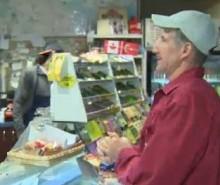 Alex Montreuil, victime d'une attaque aux tomates, demande des comptes
