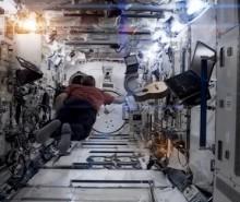 Chris Hadfield chante Space Oddity dans l'espace (Vidéo)